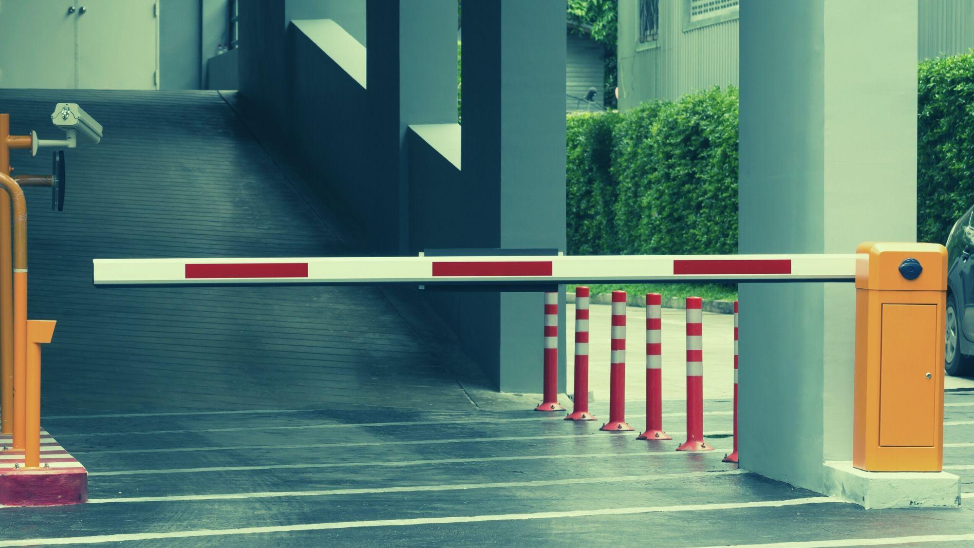 שער חשמלי בחניון הבניין – הרוב קובע