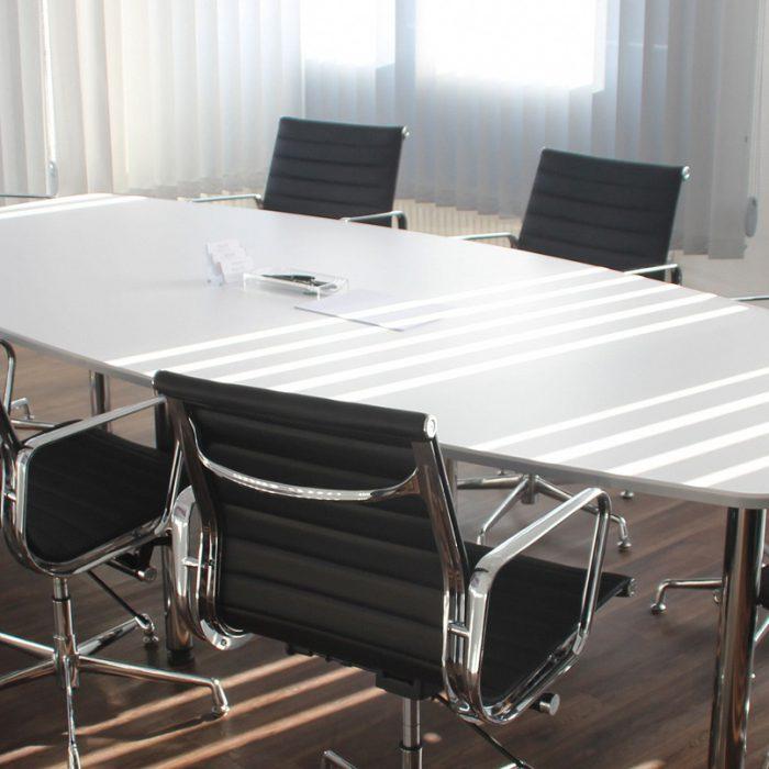 תמונת חדר ישיבות בר-עוז המרכז לביטוח